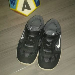 Nike tenis shoes